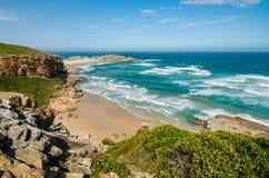 Playa de la reserva de naturaleza de Robberg, ruta del jardín, Suráfrica Foto de archivo libre de regalías