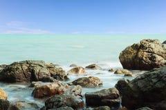Playa de la roca imagen de archivo libre de regalías