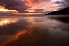Playa de la salida del sol Fotos de archivo libres de regalías
