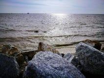 Playa de la salida del sol fotografía de archivo