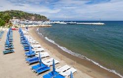 Playa de Lacco Ameno, isquiones isla, Italia Imágenes de archivo libres de regalías