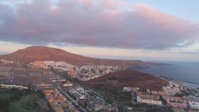 Playa de las美洲鸟瞰图在日落的在特内里费岛,加那利群岛 影视素材