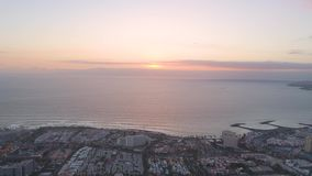 Playa de las美洲鸟瞰图在日落的在特内里费岛,加那利群岛 股票录像