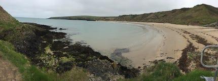 Playa de las arenas que silba en la península de Llyn imagen de archivo libre de regalías