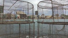 Playa de Las Canteras a través de cestas de la pesca almacen de video