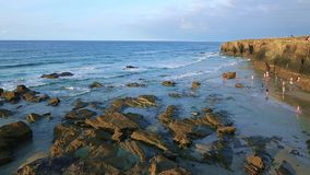 Playa de las Catedrales - όμορφη παραλία στο βόρειο τμήμα της Ισπανίας απόθεμα βίντεο