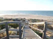 Playa de las escaleras de la arena de la costa del océano de Australia fotografía de archivo