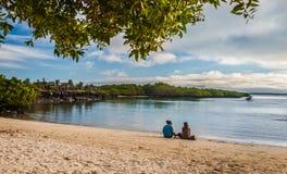 Playa de las Islas Gal3apagos en la puesta del sol Fotos de archivo libres de regalías