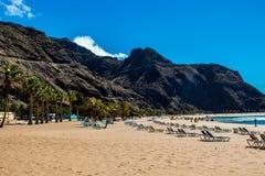 Playa de Las Teresitas cerca de Santa Cruz de Tenerife imagenes de archivo