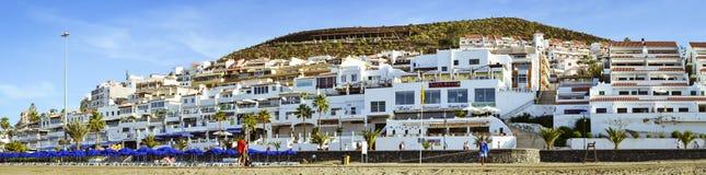 Playa de Las Utsikt strand i Los Cristianos, Tenerife, Spanien Royaltyfri Foto