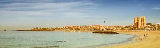 Playa de Las Vistas παραλία στο Los Cristianos, Tenerife, Ισπανία Στοκ εικόνα με δικαίωμα ελεύθερης χρήσης