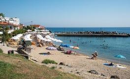 Playa de Loutra, Kassandra Chalkidiki Imagen de archivo libre de regalías