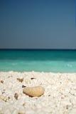 Playa de mármol hermosa mediterránea Foto de archivo libre de regalías