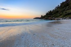 Playa de mármol de Saliara de la playa, isla de Thassos, Grecia Imágenes de archivo libres de regalías