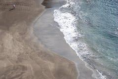 Playa de Madeira - de Prainha con la arena negra Imagen de archivo libre de regalías