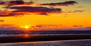 Playa de Mar del Norte de Ayr en la puesta del sol. Fotos de archivo libres de regalías