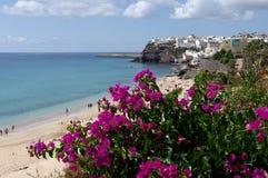 Playa de Matorral y la ciudad vieja en Morro Jable Fotografía de archivo