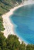 Playa de Mezzavalle del mar adriático del verano Imagen de archivo libre de regalías