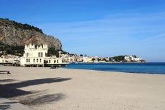 Playa de Mondello de la ciudad de Palermo en Sicilia Fotografía de archivo libre de regalías