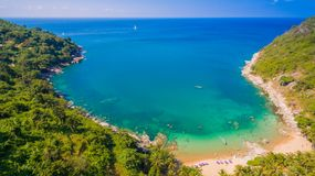 Playa de Nui o la playa ocultada del paraíso en Phuket Imagenes de archivo