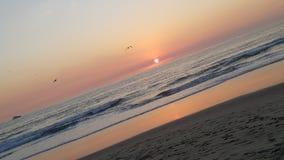 Playa de Papá Noel MÃ'nica, salida del sol imagen de archivo