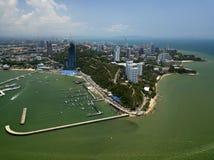 Playa de Pattaya de la visión aérea en Tailandia imagenes de archivo