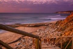 Playa de Pedra Branca en el pueblo de Ericeira, Portugal Imágenes de archivo libres de regalías