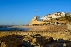 Playa de Pescadores en el pueblo de Ericeira, Portugal Imágenes de archivo libres de regalías