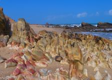 Playa de piedra colorida Fotos de archivo libres de regalías