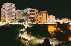 Playa de piedra con los hoteles Fotos de archivo
