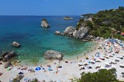 Playa de Piso Kryoneri en Parga, Grecia Foto de archivo libre de regalías