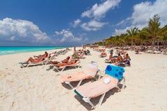 Playa de Playacar en el mar del Caribe en México Imagenes de archivo