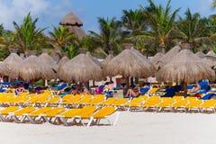 Playa de Playacar en el mar del Caribe en México Foto de archivo libre de regalías