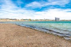 Playa de Puerto Madryn, sol, ondas y arena, día hermoso imágenes de archivo libres de regalías
