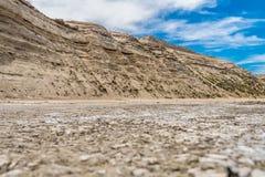 Playa de Puerto Piramides, sol, ondas y arena, día hermoso fotografía de archivo