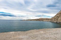 Playa de Puerto Piramides, sol, ondas y arena, día hermoso fotos de archivo