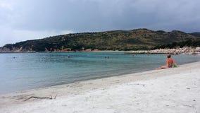 Playa de Punta Molentis, Villasimius - 26 Septmber, 2016: uninident Fotos de archivo libres de regalías