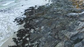 Playa de Rambergstranda en las islas de Lofoten almacen de video