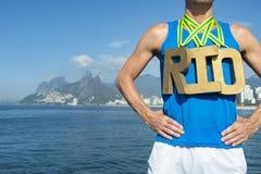 Playa de RIO Olympic Athlete Standing Ipanema de la medalla de oro Imagen de archivo