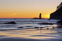 Playa de rubíes en la puesta del sol Imagen de archivo libre de regalías