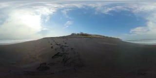 Playa de Sandy cerca del océano vr360 almacen de metraje de vídeo