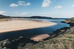 Playa de Sandy con el cielo azul en Bettyhill, Sutherland, Escocia Imágenes de archivo libres de regalías