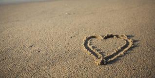 Playa de Sandy con un corazón Imagen de archivo libre de regalías