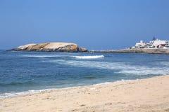 Playa de Sandy de Punta Hermosa en Perú Imagen de archivo libre de regalías