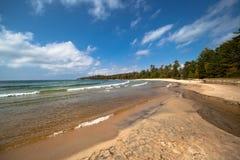 Playa de Sandy del superior de lago Fotografía de archivo