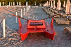 Playa de Sandy en el sol de la mañana en Cerdeña Imagen de archivo libre de regalías