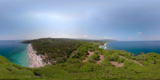 Playa de Sandy en un centro turístico tropical vr360 almacen de metraje de vídeo