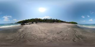 Playa de Sandy en un centro turístico tropical vr360 almacen de video