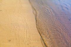 Playa de Sandy lavada por la onda de ondulación reservada foto de archivo libre de regalías
