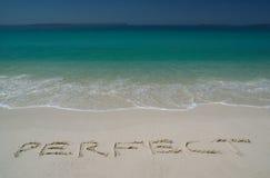 Playa de Sandy tropical con   Foto de archivo libre de regalías